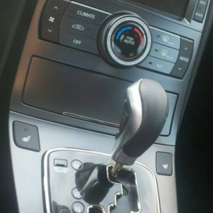 RÄZO RA123 Shift knob, EXOS Ring, black trimmed climate controls (now silver)